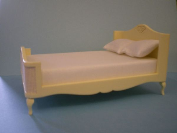 French Style Cream Double Bed for the Dolls House. DHE 5631